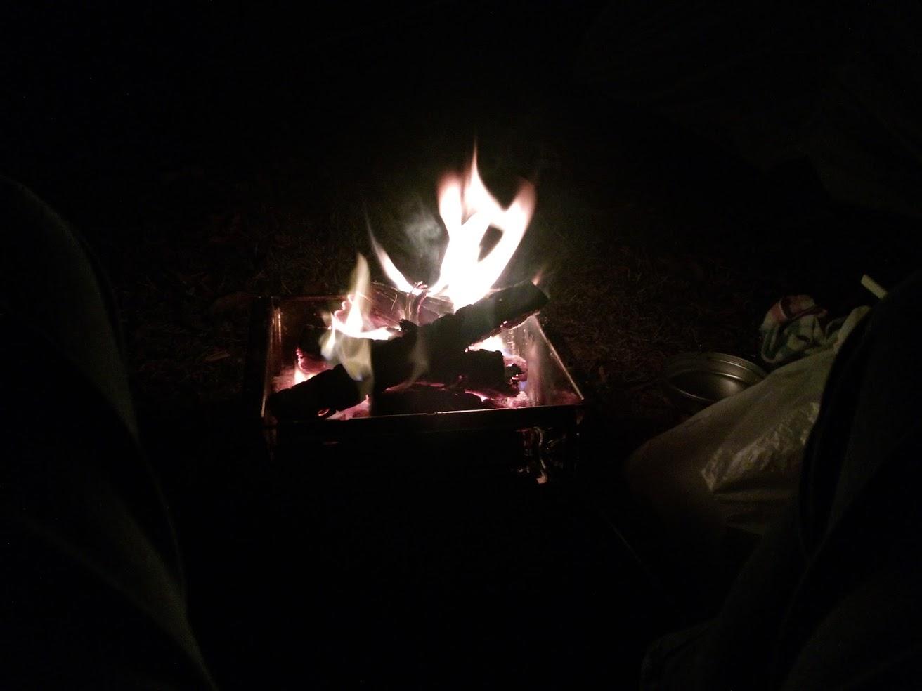 キャンプ焚火